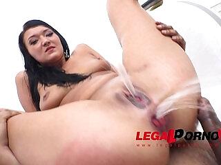 Sasha Panther Vanessa Vaughn anal cream farting with DP pee